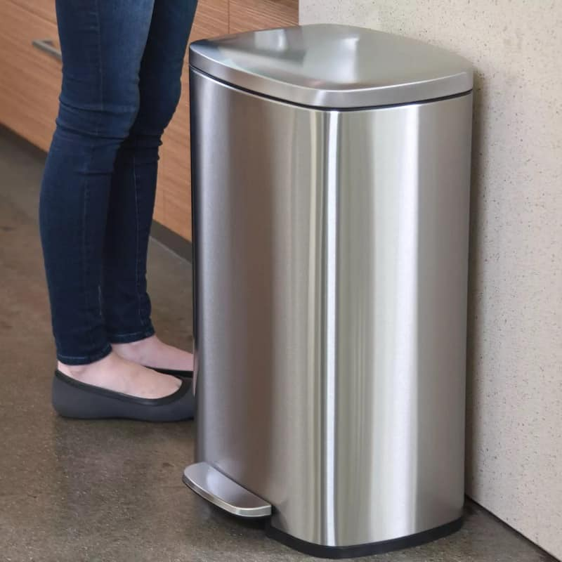 Best 13 Gallon Trash Cans, the lot dallas, iTouchless